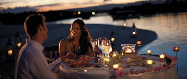 romantyczna kolacja wieczór plaża