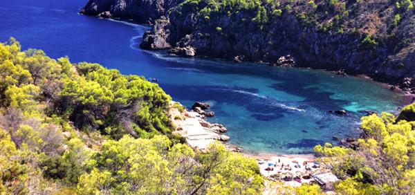 plaża na ibiecie Cala d'en Serra