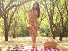 Dziewczyna na pikniku w lecie,