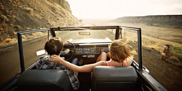 para kobieta mężczyzna samochód wycieczka