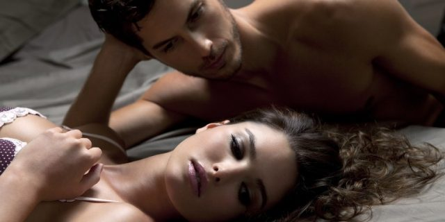 młoda para uprawiająca sex