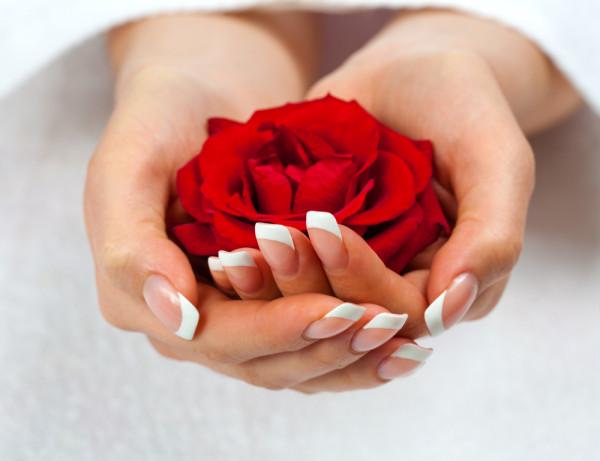 pielegnacja-paznokci-u-rak