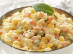 ile-kalorii-ma-salatka-warzywna