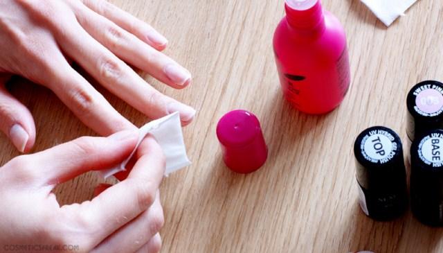 odtluszczanie-plytki-paznokcia-przed-malowaniem