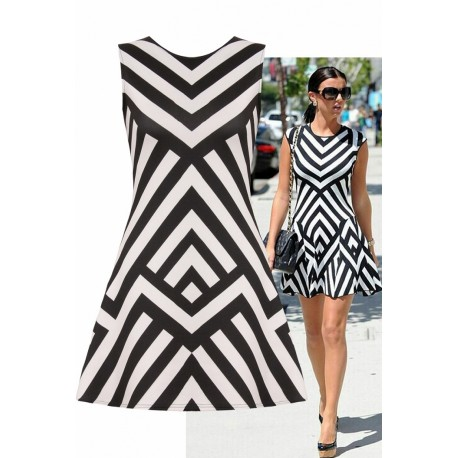 Sukienka z geometrycznym wzorem