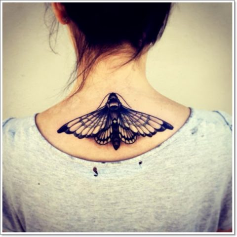 tatuaz-motylek-na-plecach-kobiety