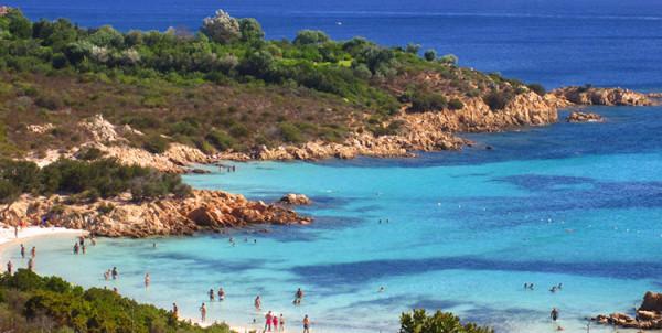zdjęcie pięknej plaży na sardynii
