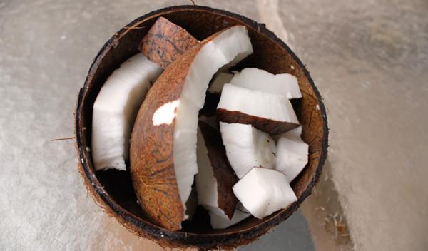 olej kokosowy kokos w misce