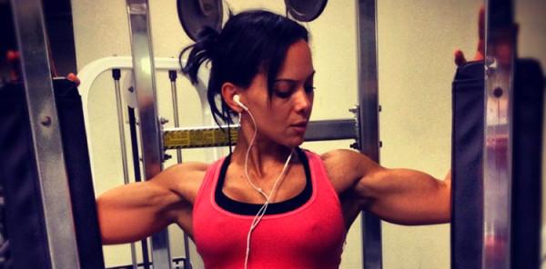 kobieta fitness siłownia