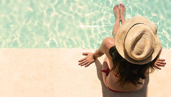 kobieta basen, słońce, relax