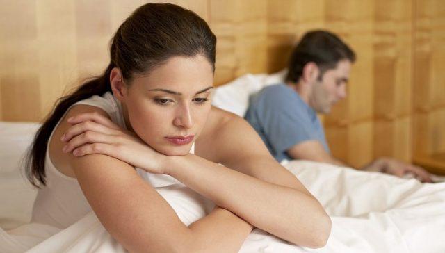smutna kobieta i mężczyzna