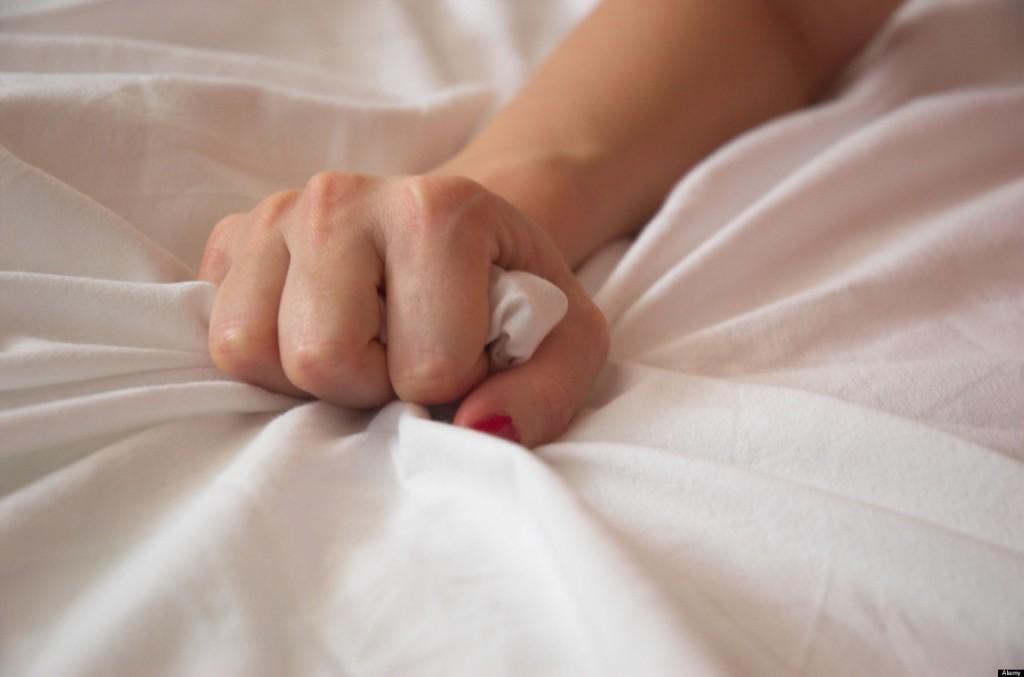 kobieta i mężczyzna uprawiają seks z orgazmem