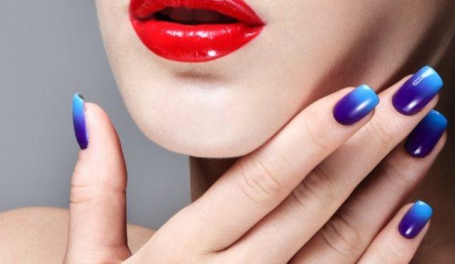 paznokcie-ombre-niebieskie