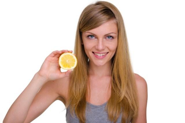rozjasnianie-wlosow-cytryna