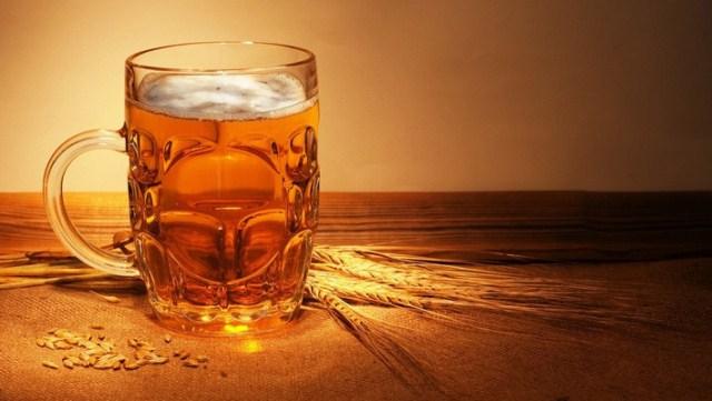 rozjasnianie-wlosow-piwem