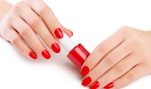 czerwone-paznokcie