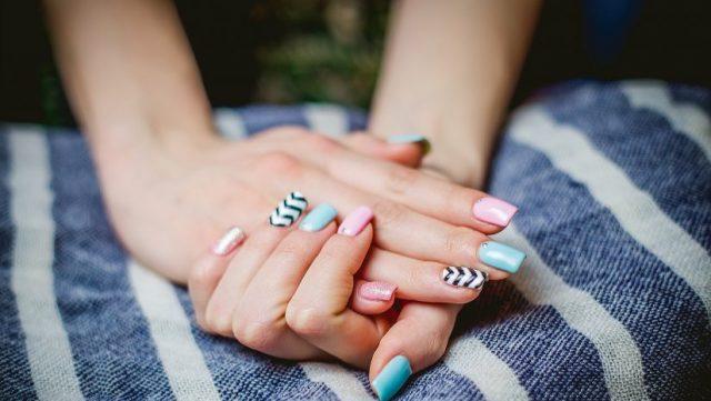 jak-robic-paznokcie-hybrydowe