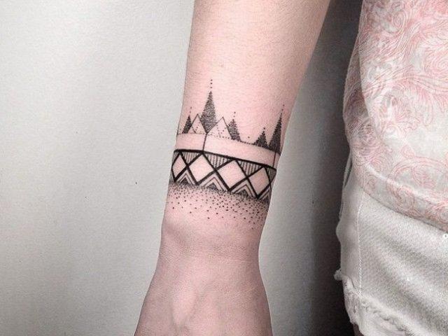 Tatuaż Na Nadgarstek Dla Kobiety Odważnej