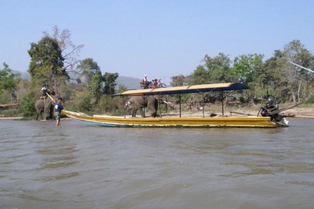 longboat-na-rzece-kok-w-poblizu-chiang-rai-tajlandia.jpg