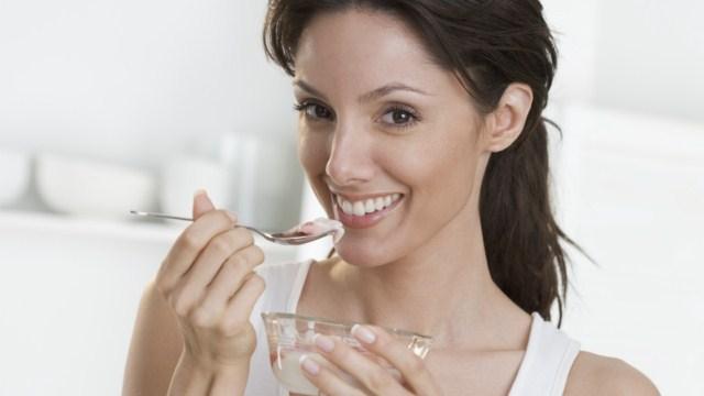 spozywanie-jogurtu-naturalnego-codziennie