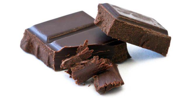 kostka-gorzkiej-czekolady-na-anemie