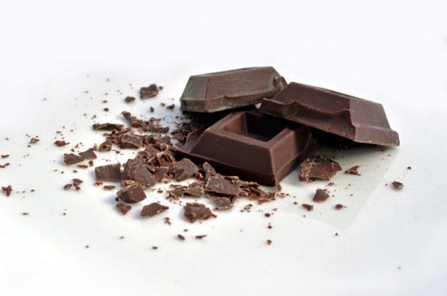 kostka-gorzkiej-czekolady