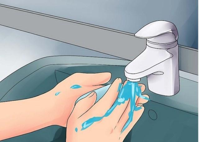 mycie-rak-przed-wlozeniem-tamponu