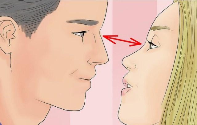kontakt-wzrokowy-podczas-calowania