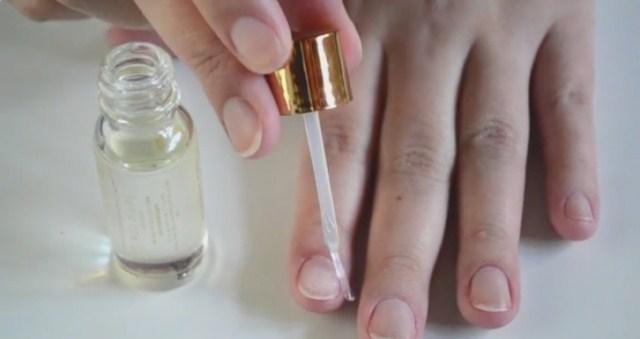 nawilzanie-paznokci-po-sciaganiu-paznokci-zelowych