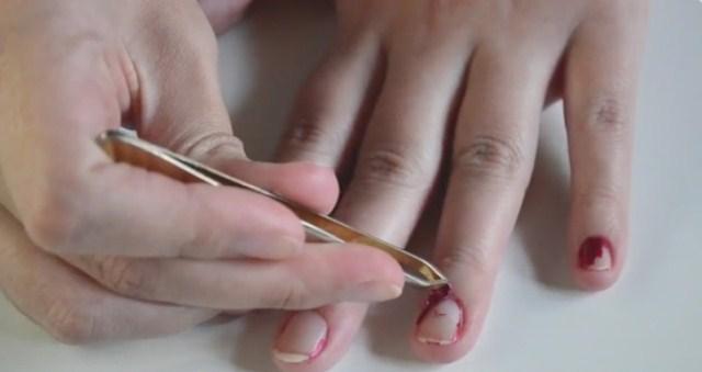 sciaganie-paznokci-zelowych