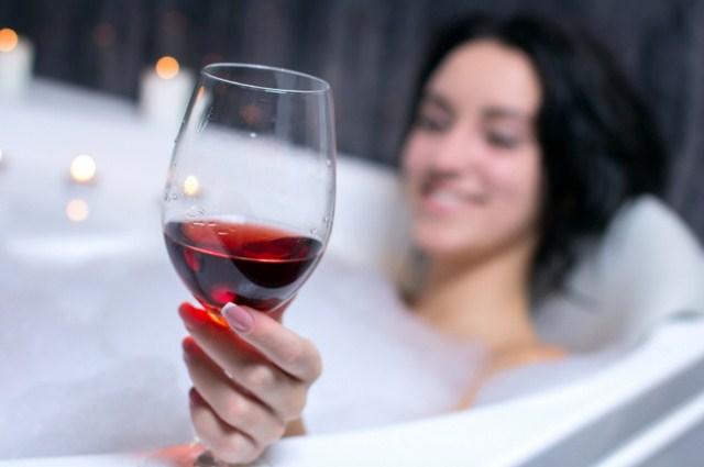 czerwone-wino-na-przyspieszenie-okresu