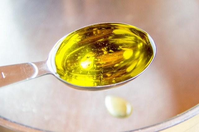 jak-wyglada-olej-z-czarnuszki