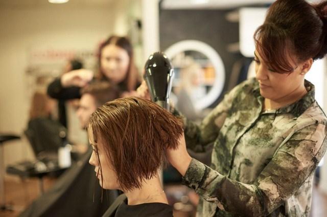 laminowanie-zelatyna-w-salonie-fryzjerskim