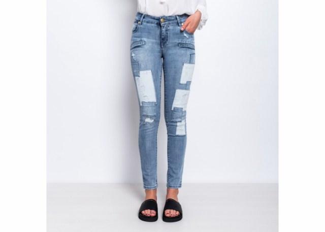 niebieskie-jeansy-w-laty-pierre-balmain-via-della-spiga-ed9