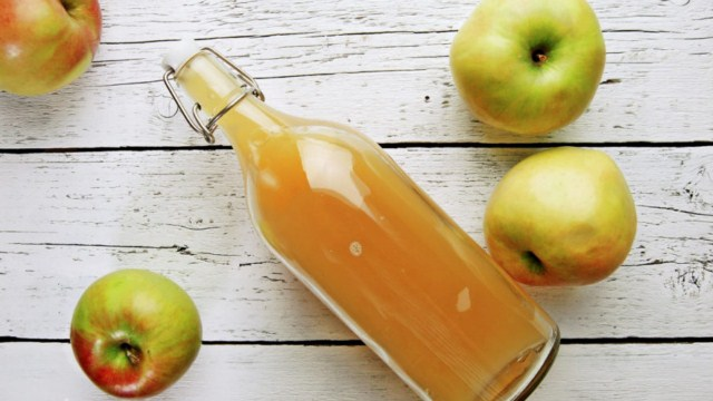 ocet-jablkowy-na-wlosy