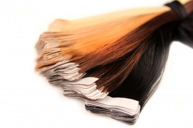 Przedłużanie-włosów-metodą-kanapkową-taśmową