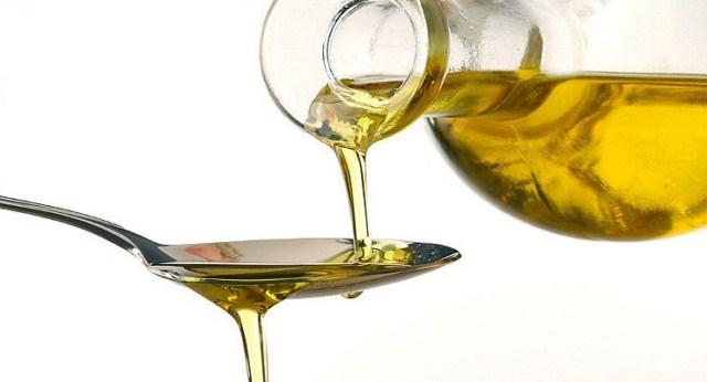 nawilżanie-łokci-olejem
