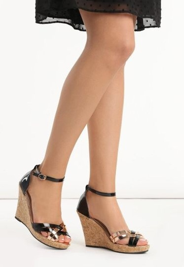 buty-czarne-na-koturnie-she