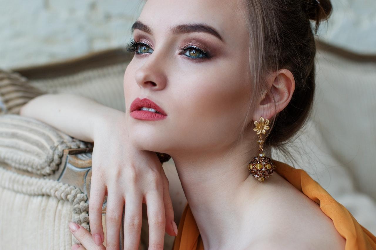 Jak-dobrać-biżuterię-do-sukienki