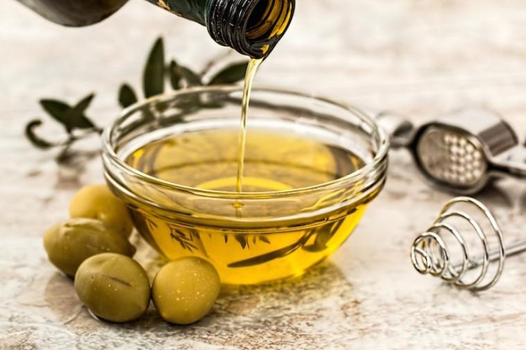 maseczka-na-paznokcie-z-oliwy-z-oliwek-i-czosnku