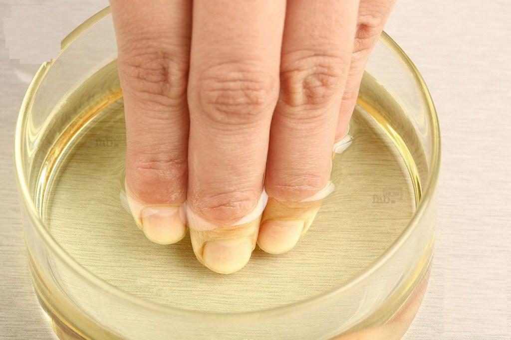 maseczka-z-olejku-arganowego-cytrynowego-na-paznokcie