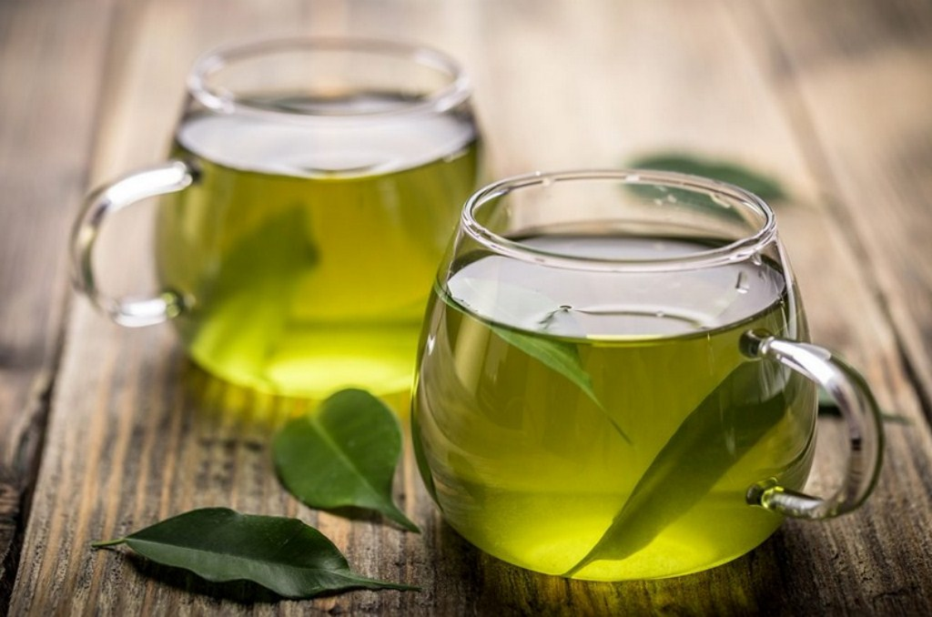 naturalny-tonik-z-octu-jablkowego-olejku-herbacianego