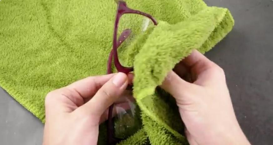 czyszczenie-okularow-mikrofibra