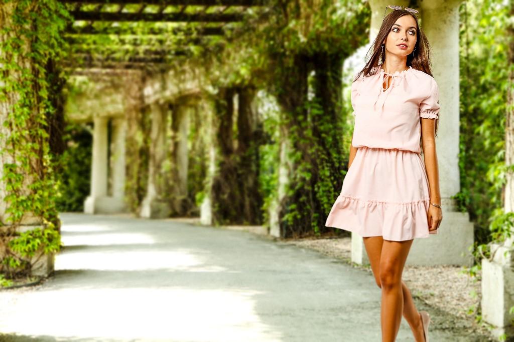 rozowa-sukienka-na-lato