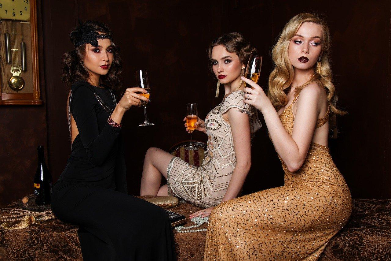 kobiety-w-sukienkach-wieczorowych