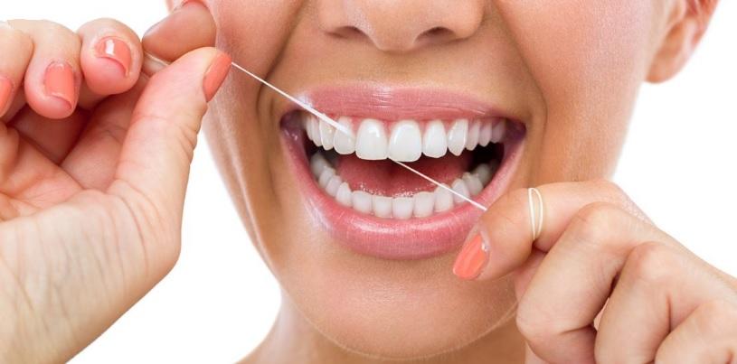 czy-warto-uzywac-nici-dentystycznych