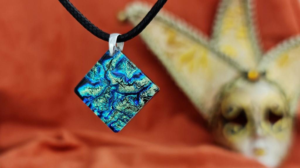 Dlaczego biżuteria ze szkła weneckiego Murano jest tak intrygująca?