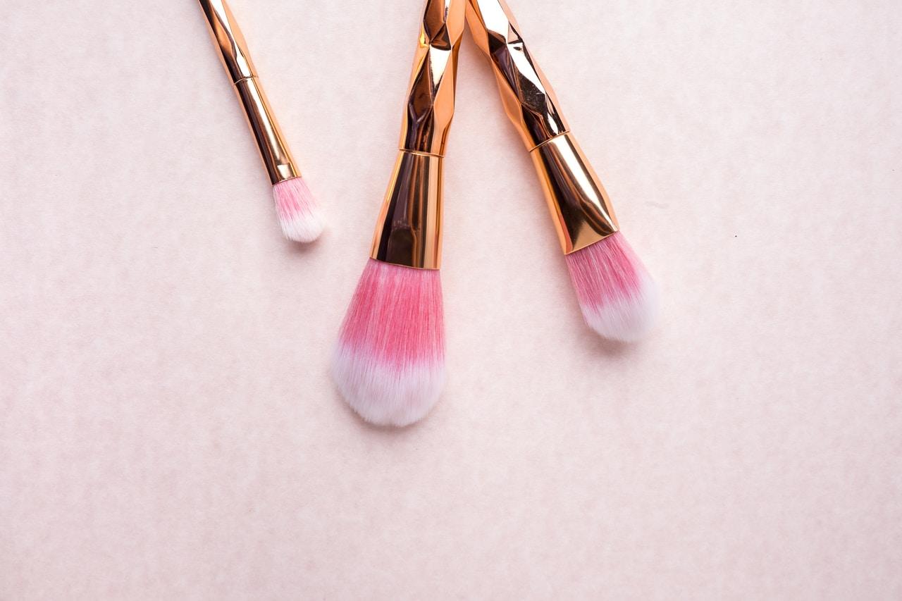 Rodzaje pędzli do makijażu - jakie są i jak nauczyć się ich używać